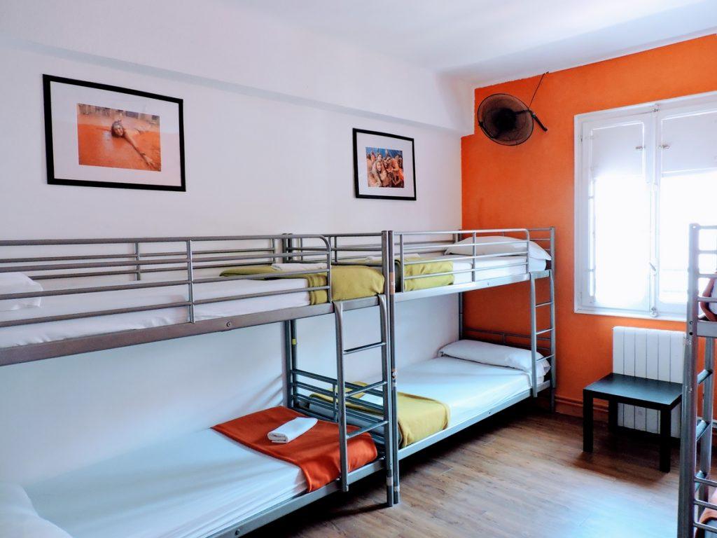 Habitaci n femenina de 6 camas en el home backpackers - Ropa de cama valencia ...