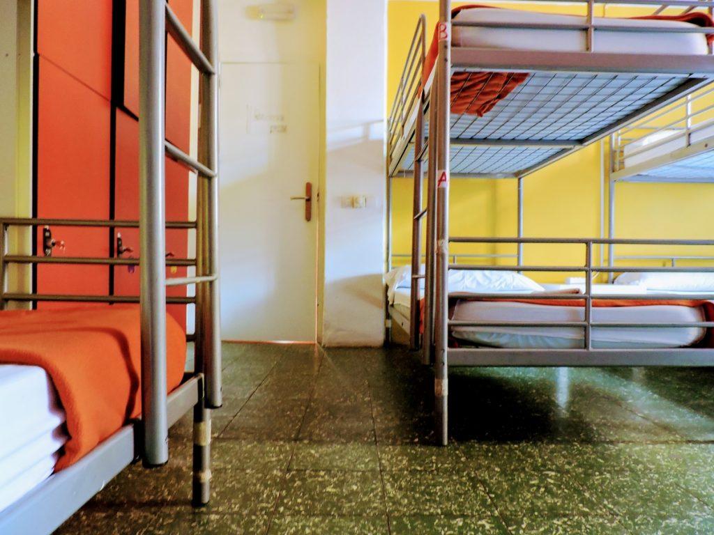 Stanza mista con 12 posti letto backpackers hostel - Amici di letto in inglese ...